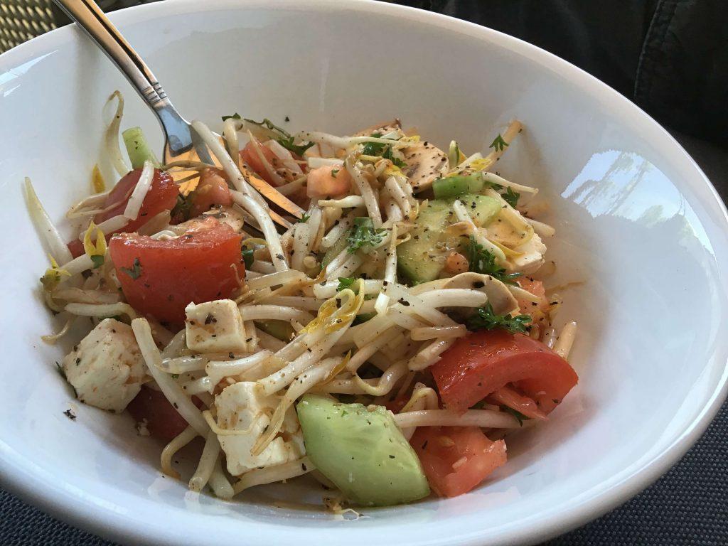 Salade de fèves germées à la grecque